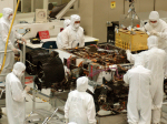 Instalace laboratoře SAM do roveru Curiosity, NASA/JPL-Caltech